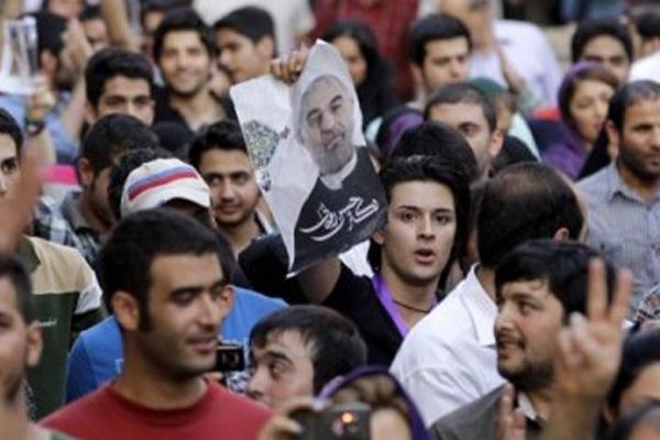 iran-halki-sokaga-dokuldu-2